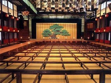 旧金毘羅大芝居「金丸座」 | 観光スポット | こんぴら へおいでまい | 古き良き文化の町ことひら 琴平町観光協会
